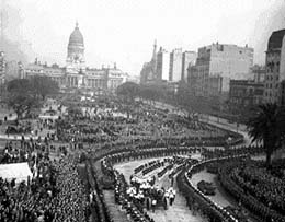 Cortejo Fúnebre de Eva Perón por la Avenida de Mayo 1952